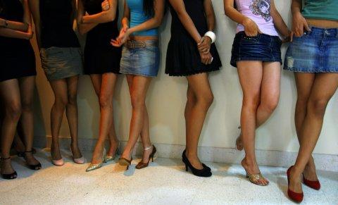 skirt-model-legs
